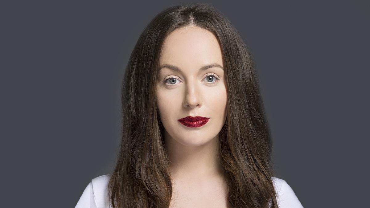 kobieta, brunetka, kobieta z długimi włosami, czerwone usta, kobieta z czerwonymi ustami,