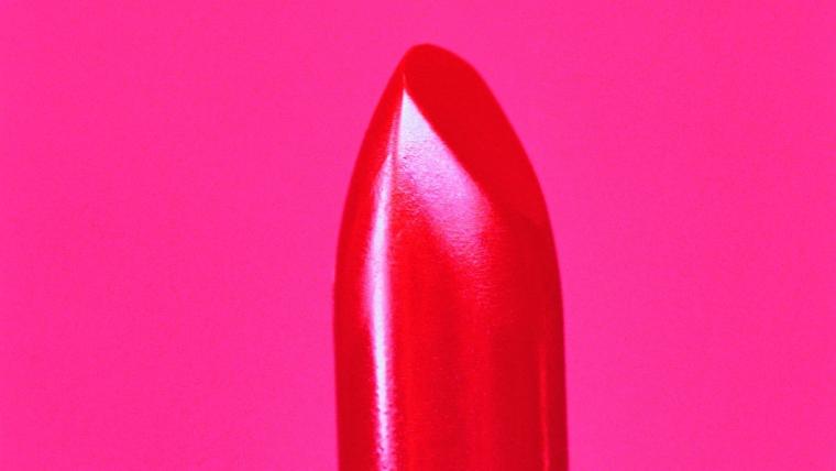 Czerwona szminka. Tajna broń kobieca