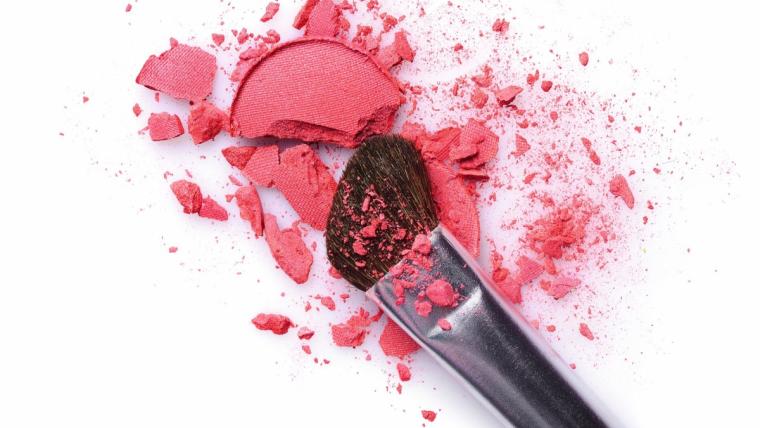 Makijaż: co powinnaś mieć w swojej kosmetyczce