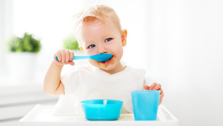 Od łyżeczki do miseczki: jak rozszerzać dietę  niemowlaka
