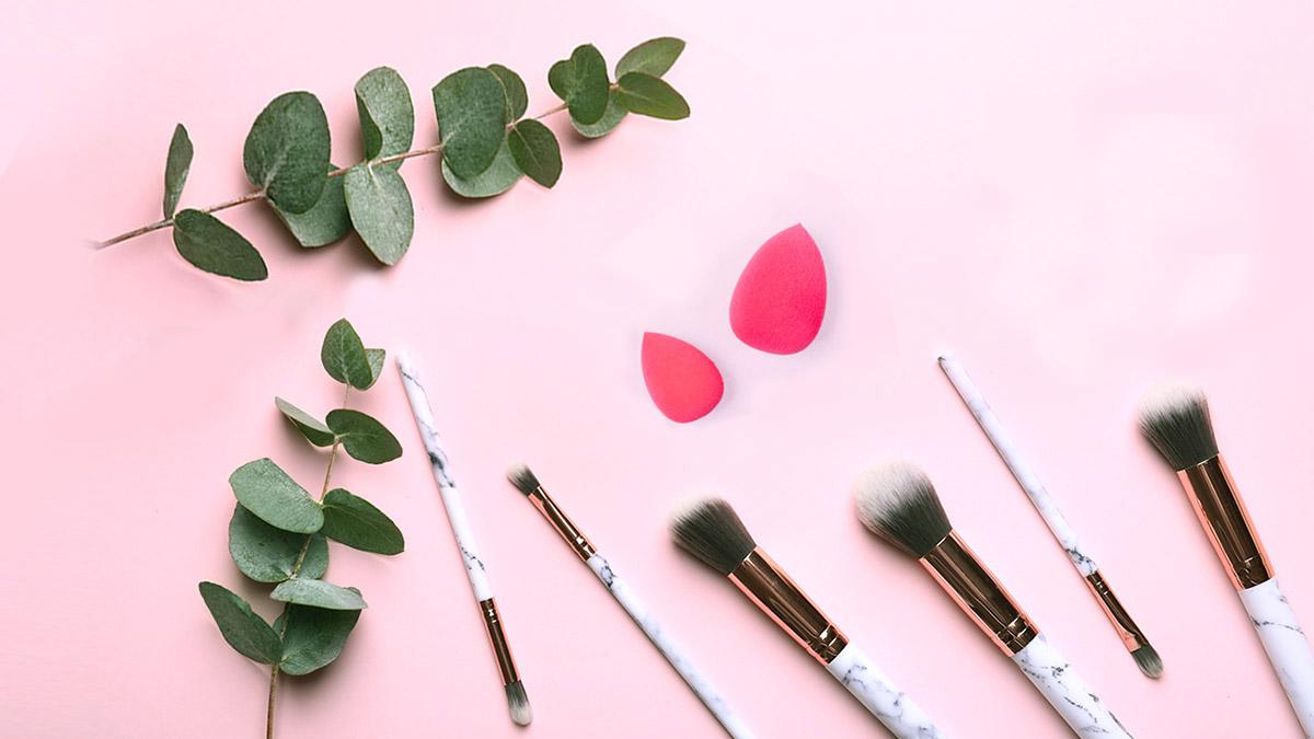 pędzel do pudru, pędzel do różu, pędzel do podkładu, pędzel do cieni, pędzel do bronzera, gąbeczka do makijażu, beauty blender