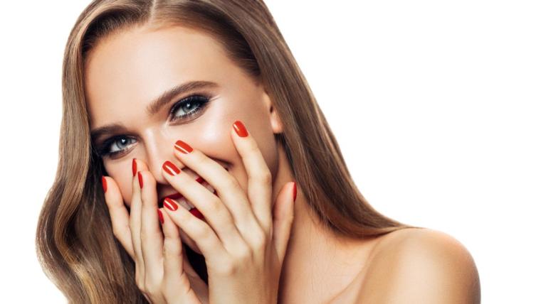Pomysł na paznokcie: jak samodzielnie zrobić modny manicure