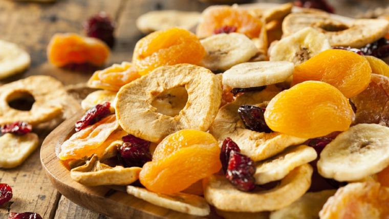 Suszone owoce to zdrowa przekąska. Żuj zdrowo!
