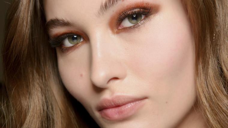 Trendy jesień-zima: postaw na wyrazisty makijaż oczu